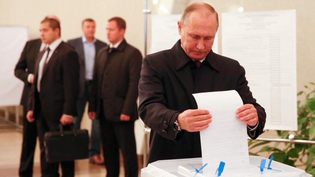 Путин голосует на выборах в Госдуму. Источник: Guardian.ng