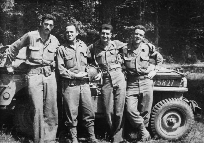 Селінджер (зліва) з товаришами під час Другої світової війни / IndieWire.com